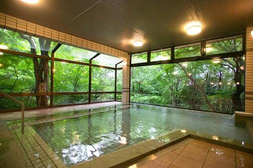 Hot_Spring_Bath_in_Kaga_Onsen