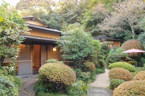 Ryokan_Entrance_in_Hakone1